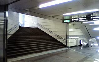 新宿駅地下道S4出口直結
