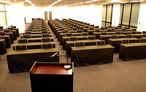 306㎡の大ホールで大人数の会合にも対応