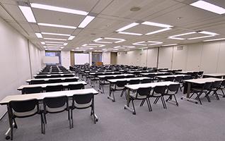 会議室は18~156名収容で全4部屋