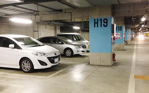 700台収容の無料駐車場