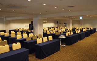 全50室、最大231名収容可能な大型ホールも完備