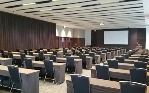 最大240名を収容可能なボールルーム