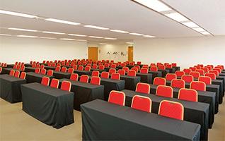 スクール形式で36名~120名収容・全3室