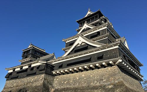 熊本の観光名所、熊本城入り口へは徒歩5分