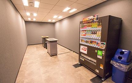 喫煙スペース&自動販売機