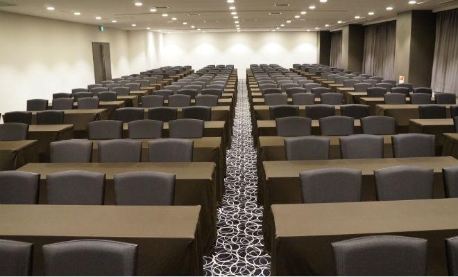 会議、研修、セミナー等<br />様々な用途に<br />ご利用いただけます。