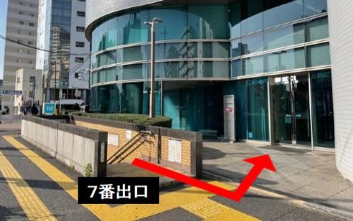 新富町駅出口から徒歩0分の貸会議室!