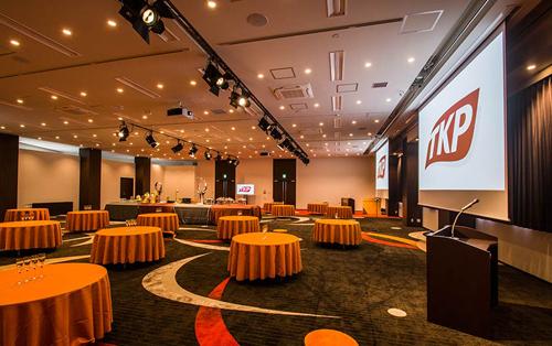 イベントに最適、天井高4mの大ホール